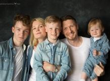 Быстрая семейная фотосессия для многодетной семьи в Петербурге