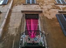 Окна домов в Бергамо Италия