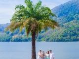 Фотосессия семьи у озера