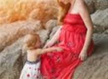 """Наташа, дочка Виктория и маленький мальчик """"в домике"""""""