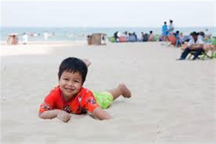 Тайский мальчик на пляже