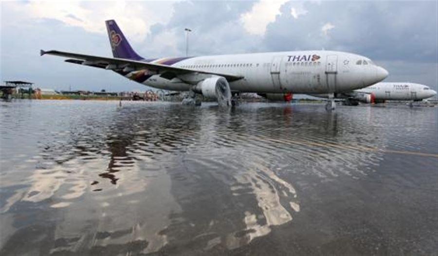 Старый аэропорт Бангкока Don Muang во время наводнения