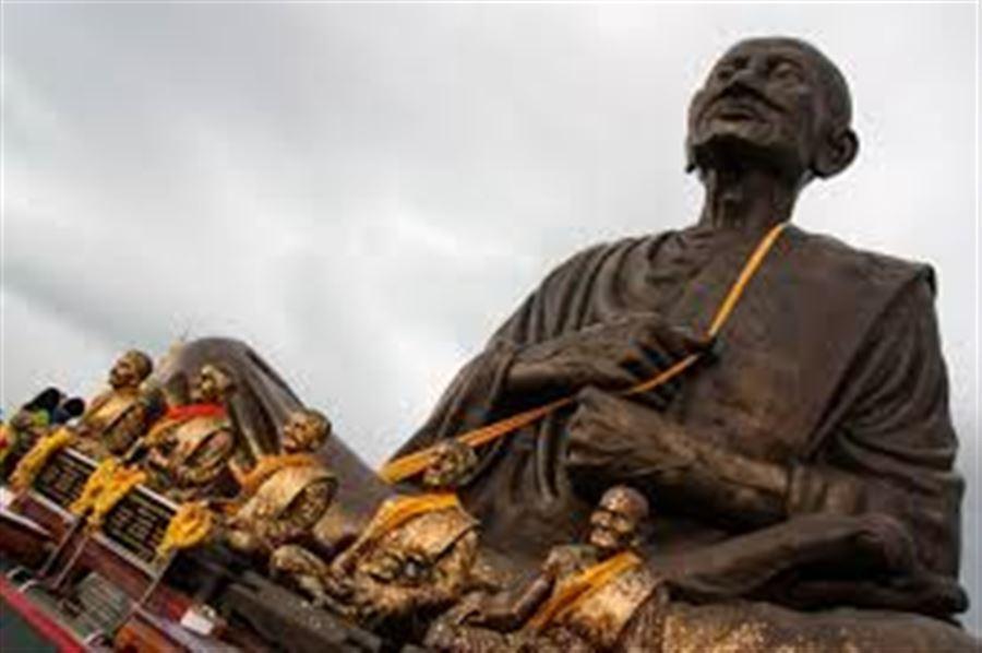 Коричневый монах храма Tan Jet Yot