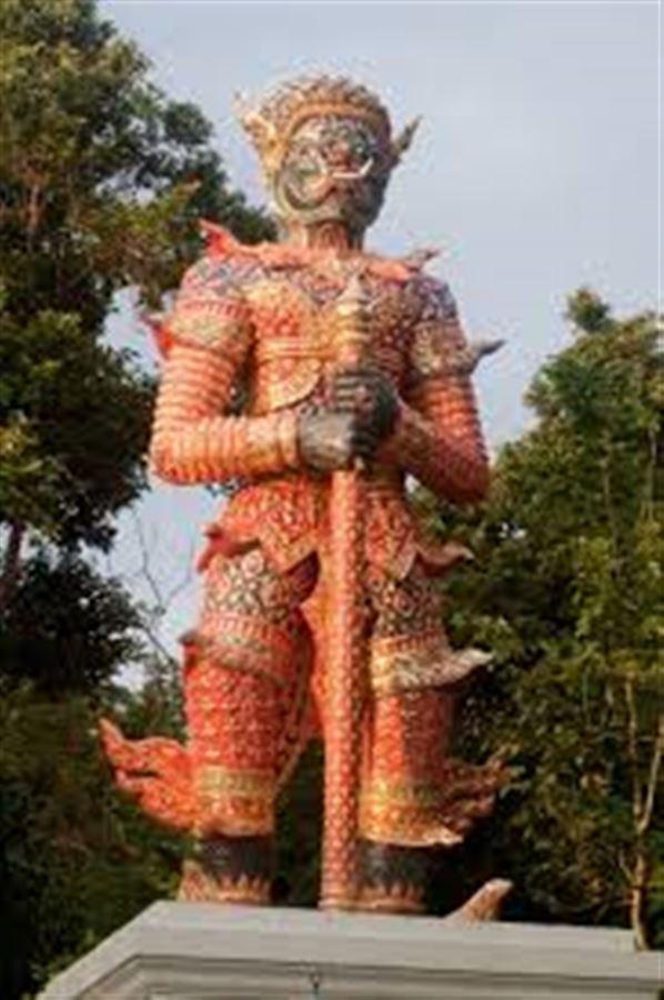 Один из двух демонов, охраняющих вход в Храм