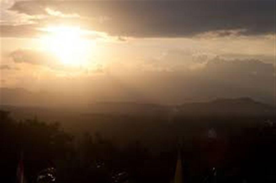 Вид с горы на вечернюю долину