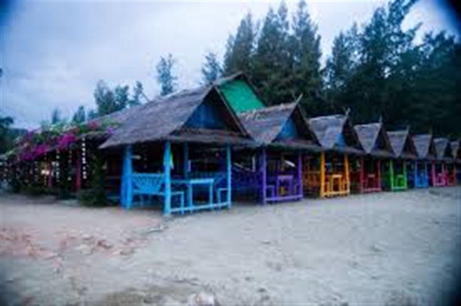 Столики в кафе на Ban Bang Pu