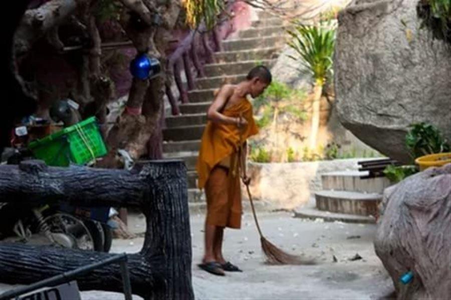 Монах в храме