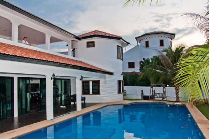 Дом с бассейном в Хуа Хине