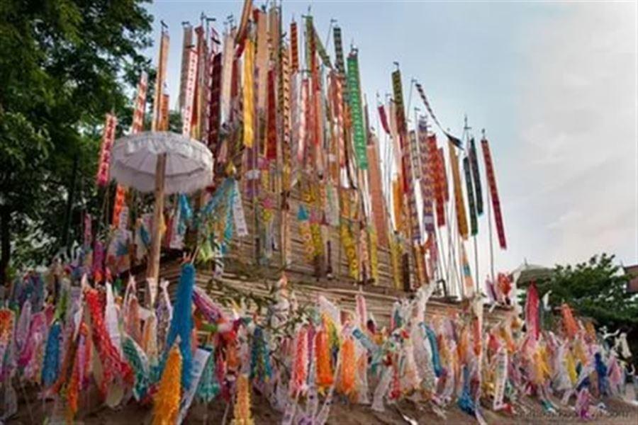 Украшение храма на Сонгкран