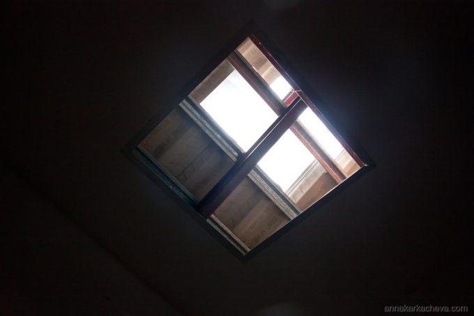 Еще дыра в потолке
