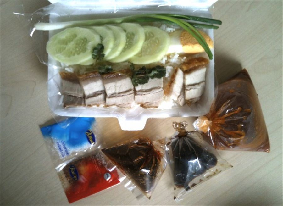 Тайская еда. Kaow Moo Krob.