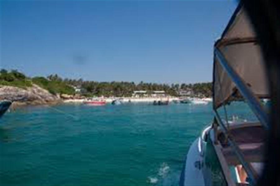 Пляж на острове Рача
