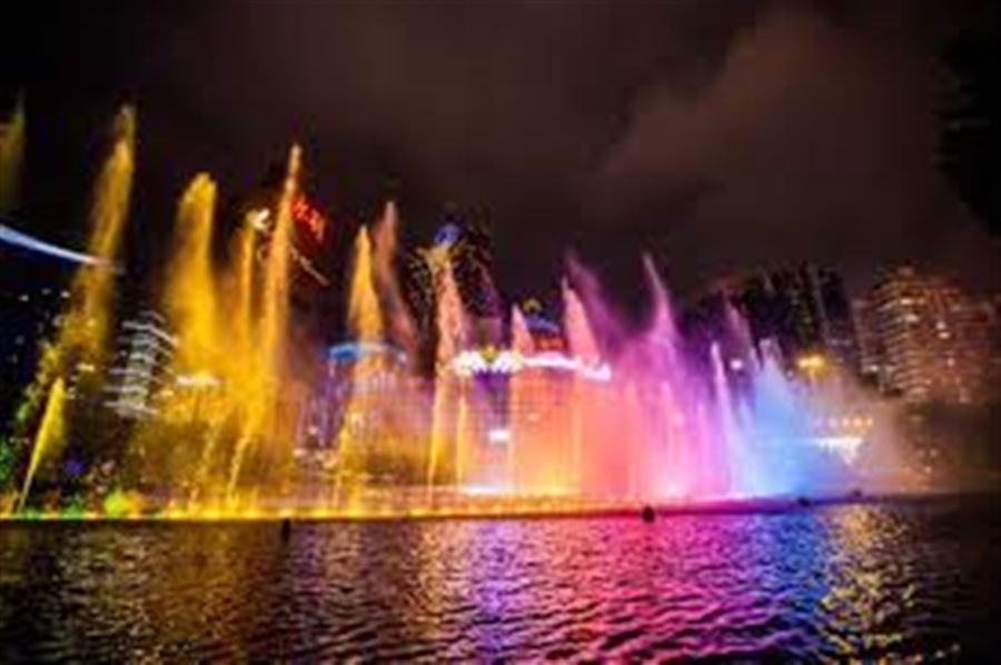 Поющие фонтаны у Казино MGM