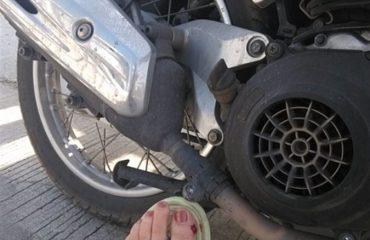 Нога и мопед