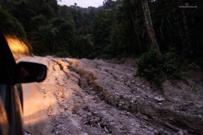 Дорога на вершину горы в Пханг Нга