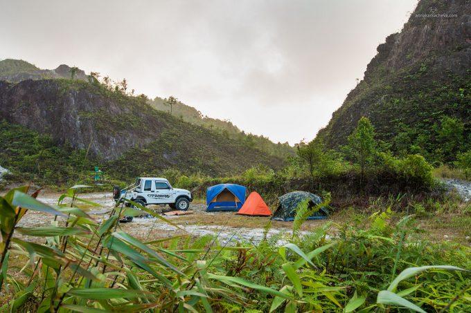 Палатки на вершине Пу Та Джо