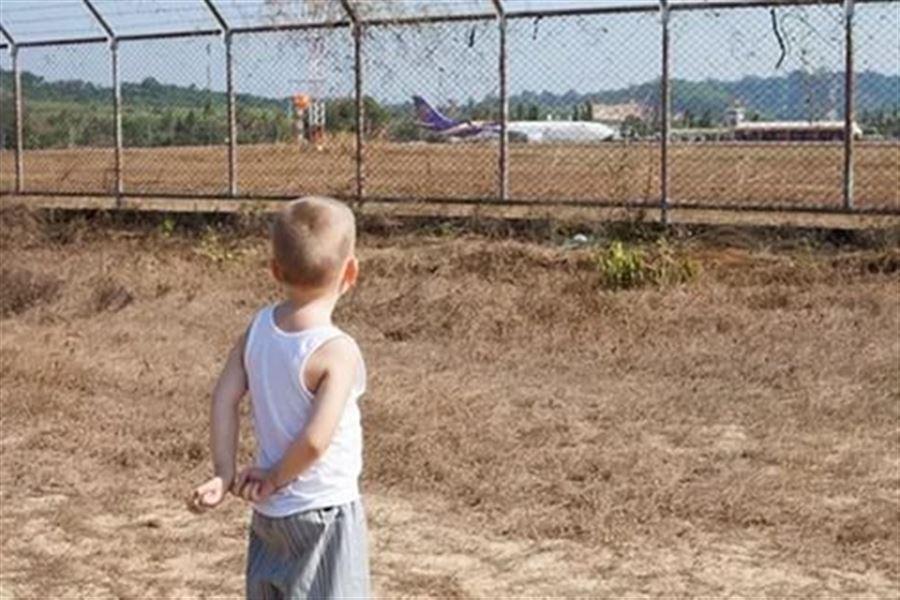 У взлетного поля аэропорта на Пхукете