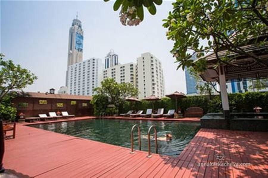 Бассейн в отеле Centre Point Pratunam