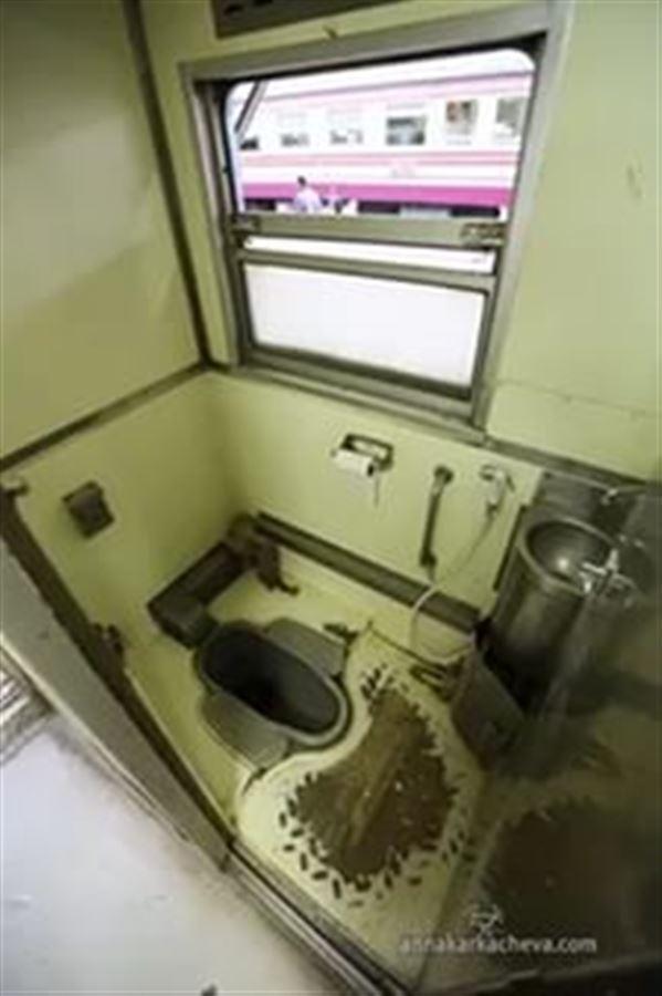 Туалет в тайском экскурсионном поезде