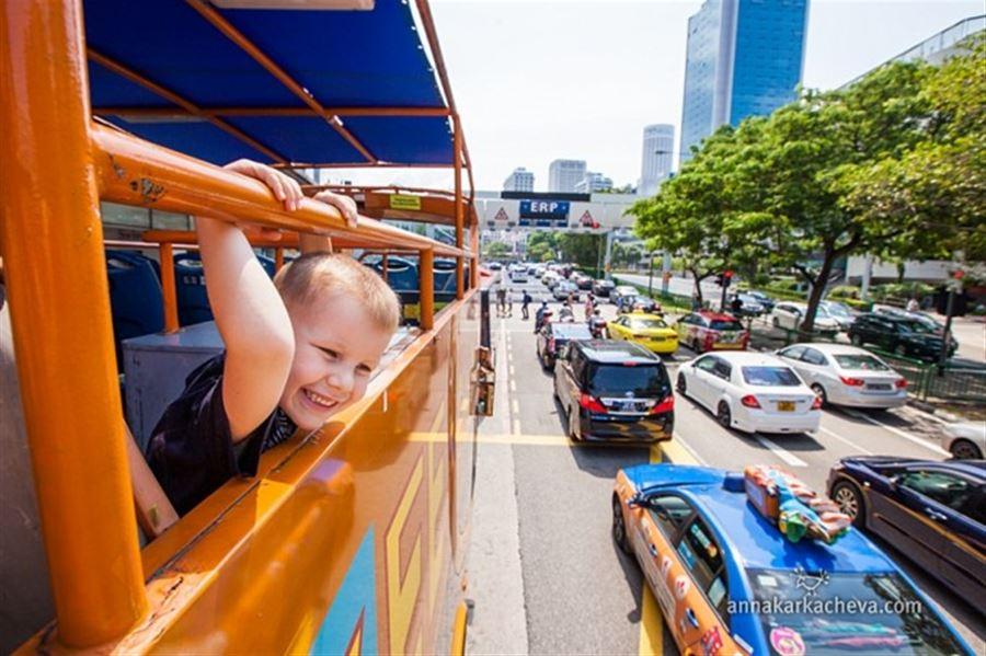 Bus tour in Singapore