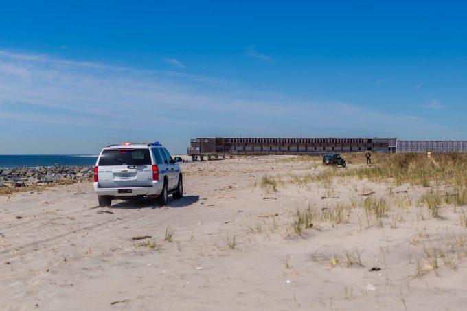 Штраф за езду по пляжу в Америке