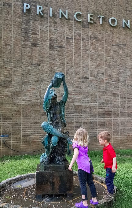 Фотнат скульптора Бертольди в Принстоне