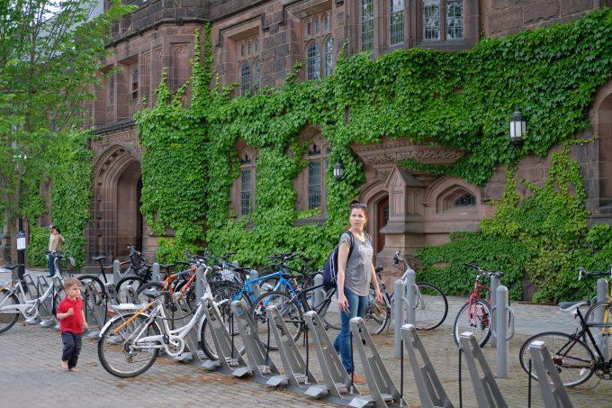 Университет в Принстоне. Велосипедная парковка