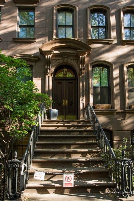 Цепочка на дверях квартиры Кэрри Брэдшоу