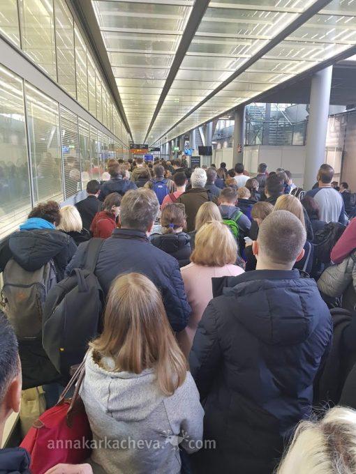 Очередь на Паспортный контроль в Кельне 9 ноября