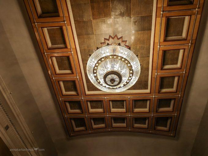 Зрительный зал театра Ленсовета, потолок