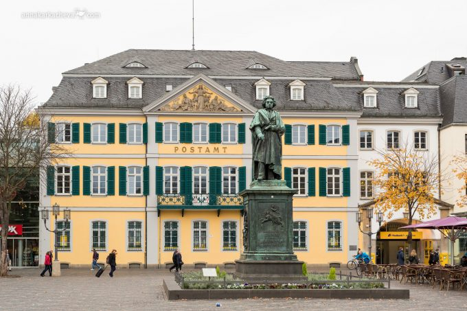 Памятник Бетховену в родном Бонне