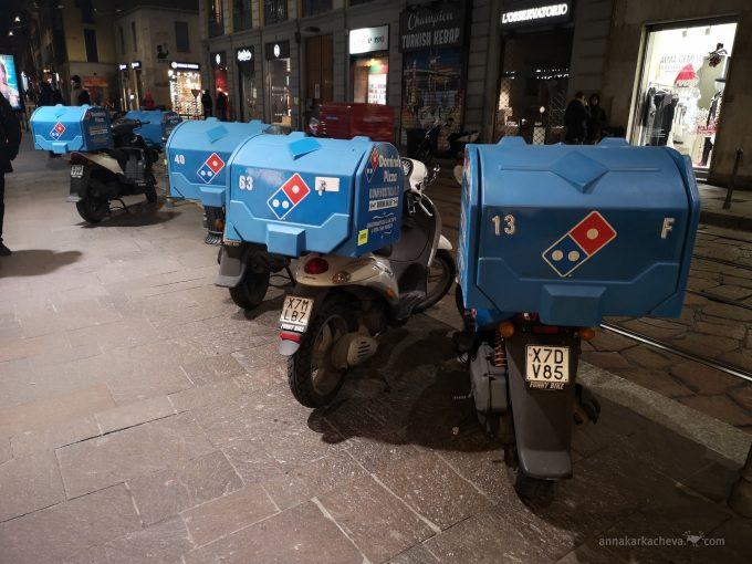 Мотороллеры-развозчики пиццы Доминос